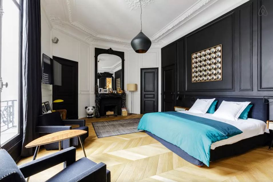 id es d co des moulures et boiseries noires. Black Bedroom Furniture Sets. Home Design Ideas