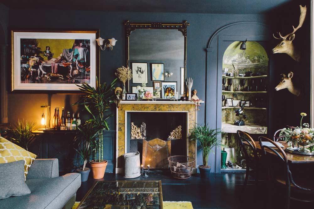 La maison d'Edd et Cassandra à Bristol, propriétaires de Dig Haüshizzle || #décoration #noir #baroque