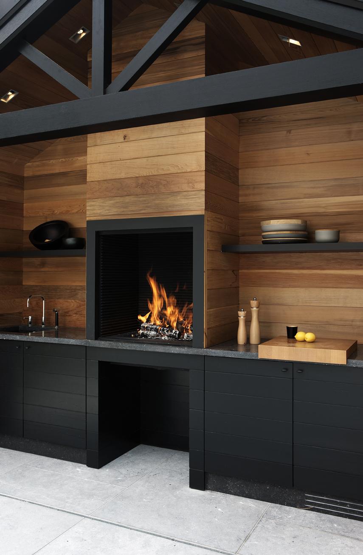 Une cuisine aménagée bois et noir || Metalfire UNIVERSAL