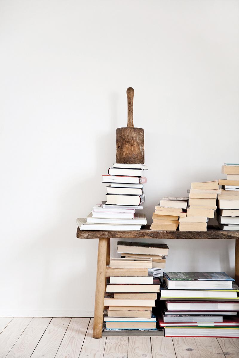 X façon de ranger ses livres de façon improbable - Ranger ses livres sur un banc