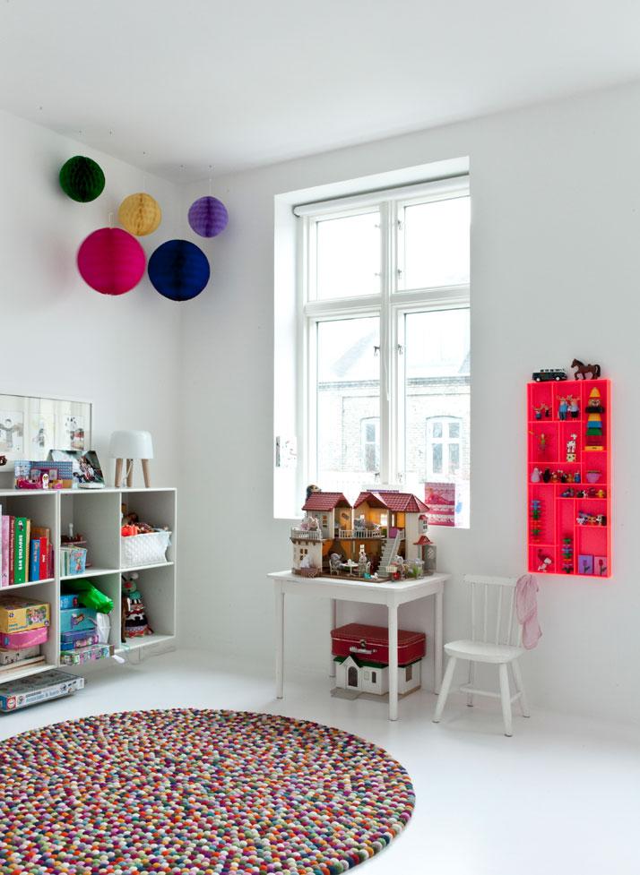 Chambre denfant monochrome blanc minimaliste