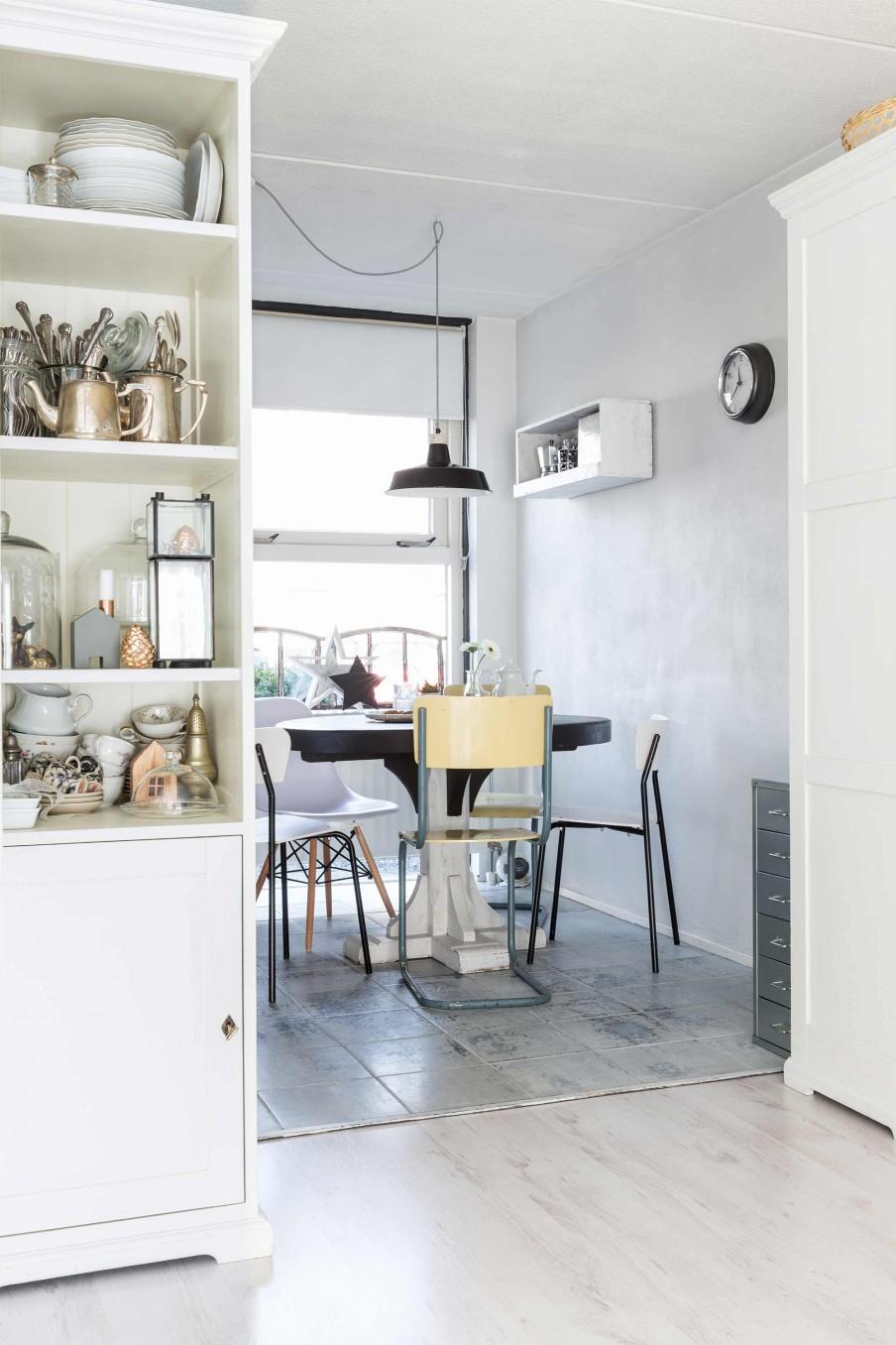 Une maison à Breda (Pays bas) à un déco contemporaine avec mobilier du brocante