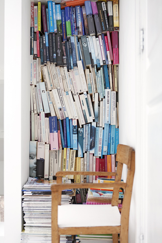 X façon de ranger ses livres de façon improbable - Ranger ses livres dans des niches
