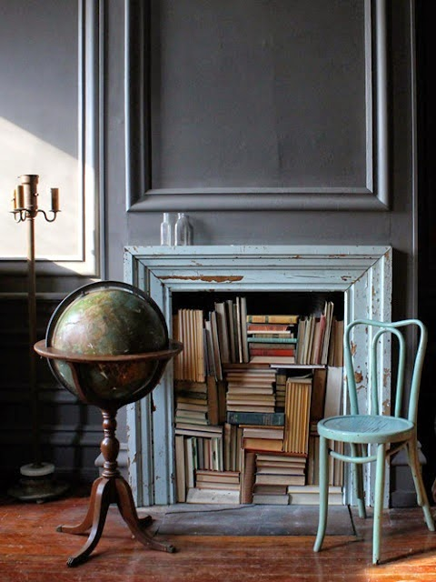 X façon de ranger ses livres de façon improbable - Ranger ses livres dans la cheminée