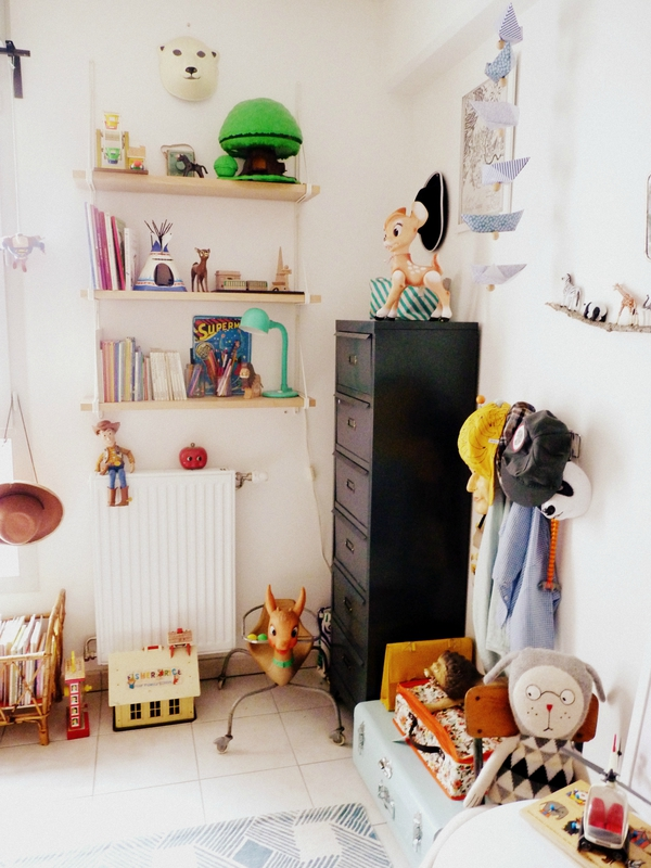 Chambre denfant monochrome blanc à lesprit vintage rétro