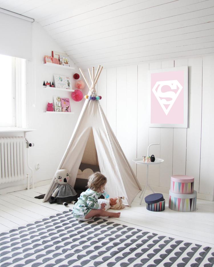 Chambre d\'enfant monochrome blanche
