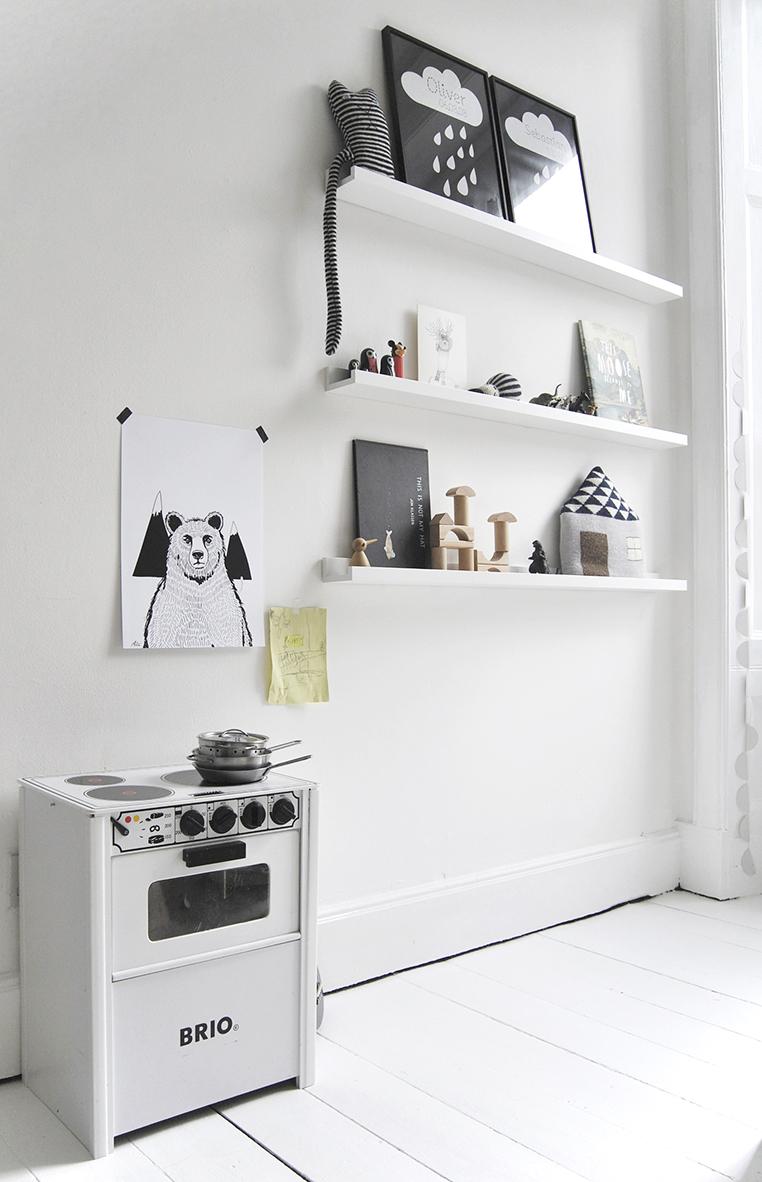 Chambre d'enfant monochrome blanc minimaliste