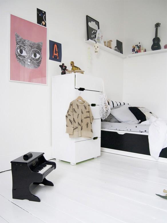 chambre d 39 enfant monochrome blanche. Black Bedroom Furniture Sets. Home Design Ideas