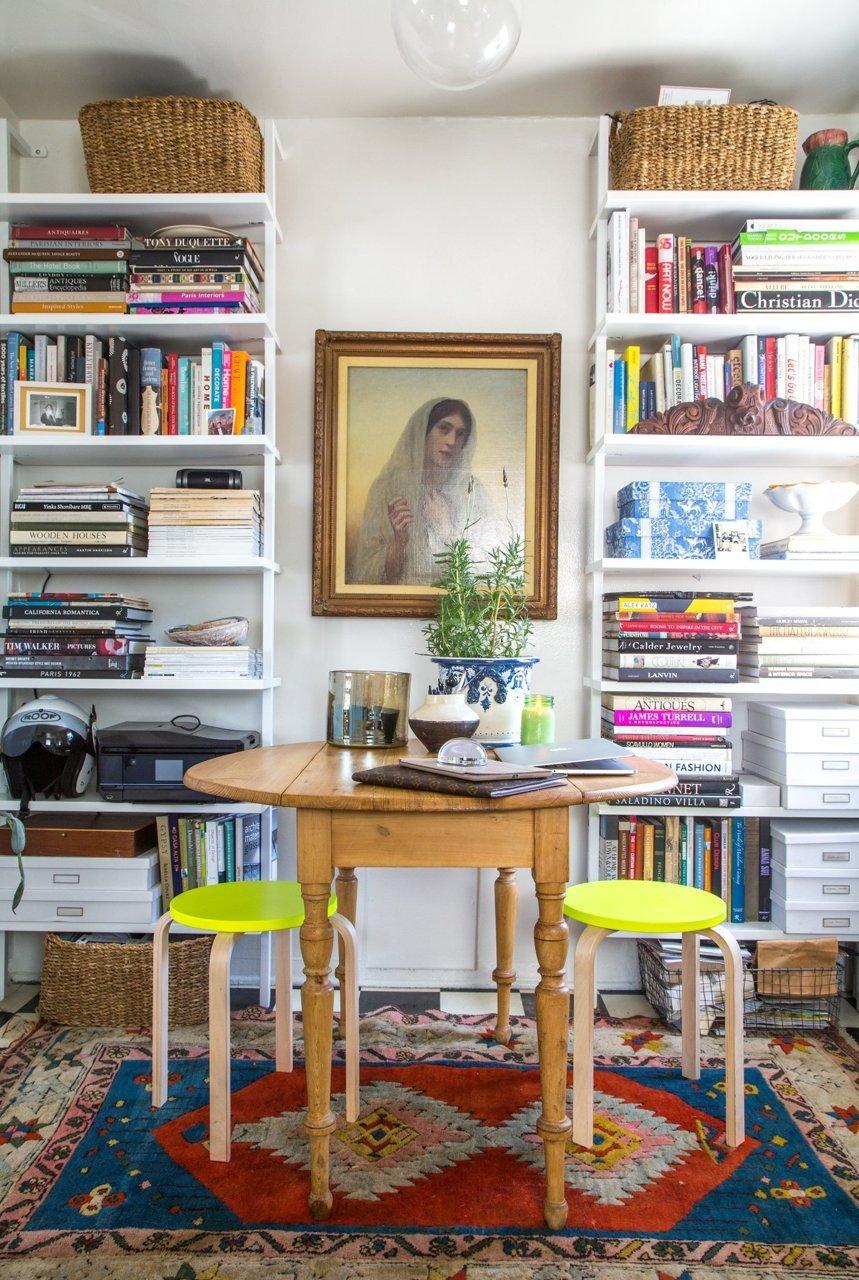 X façon de ranger ses livres de façon improbable - Faire côtoyer ses livres avec plein d'objets