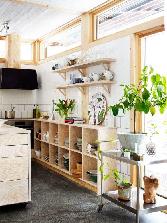 La maison de Calle Forsbergs et Marika Delins : Cuisine en bois de chantier
