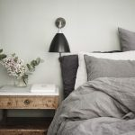 Une chambre grise et pastel, toute douce