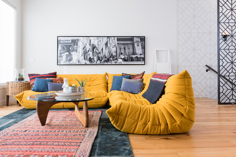 Jaune moutarde n 39 est pas jaune curry for Salon togo ligne roset