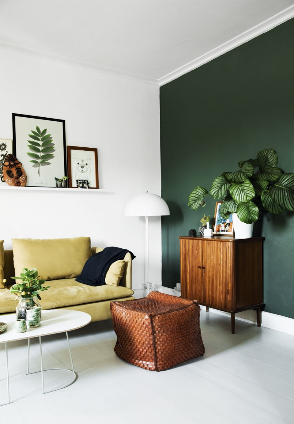 Opter pour un mur de couleur en déco | Un mur vert foncé