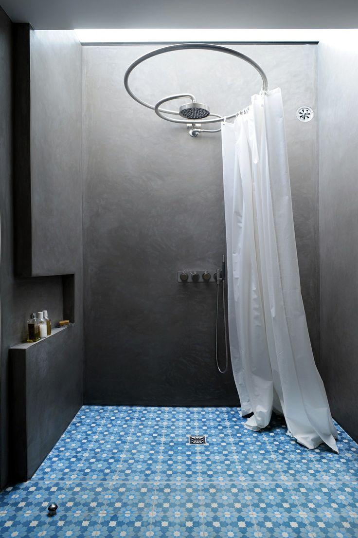 douche ou baignoire dans la salle de bain. Black Bedroom Furniture Sets. Home Design Ideas