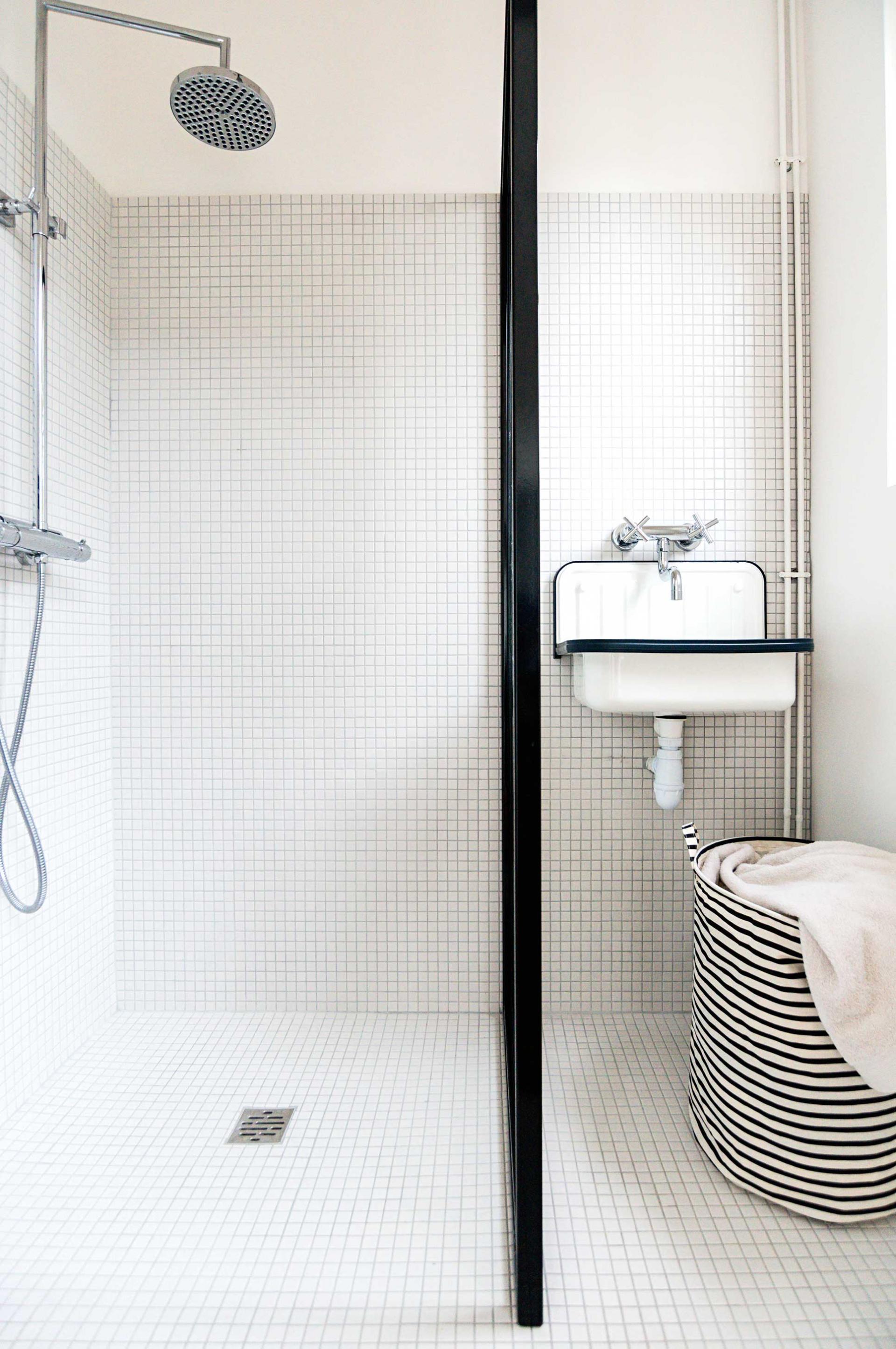 douche ou baignoire dans la salle de bain