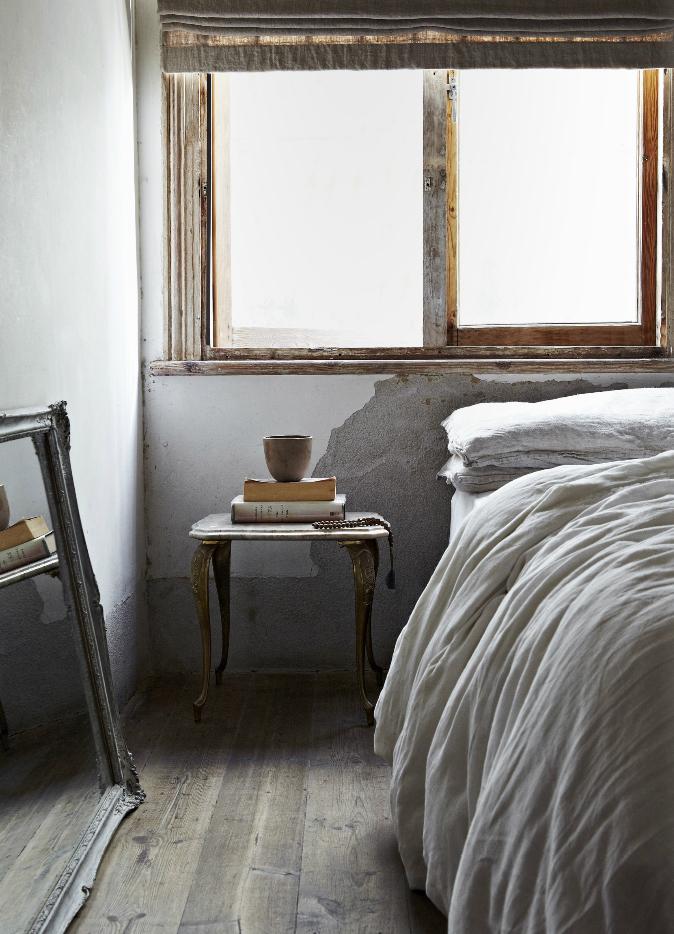 Blanc et matériaux bruts pour un esprit monacal || Une maison à Cap Town - Photo : Greg Cox