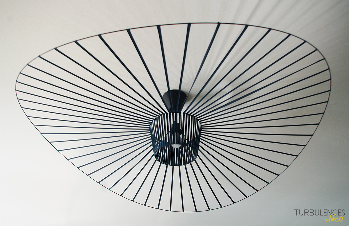La suspension vertigo objet design d j culte for Suspension luminaire filaire