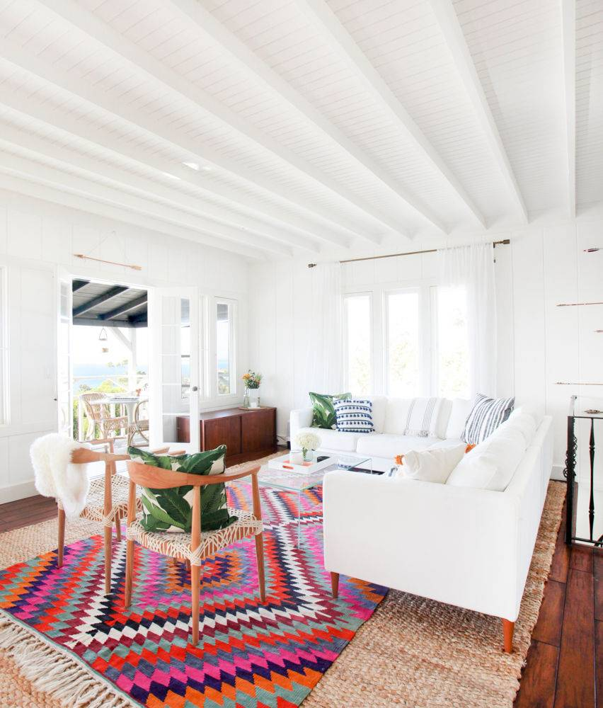 [ Idée déco : Superposer des tapis ] Inside a dreamy SoCal bungalow
