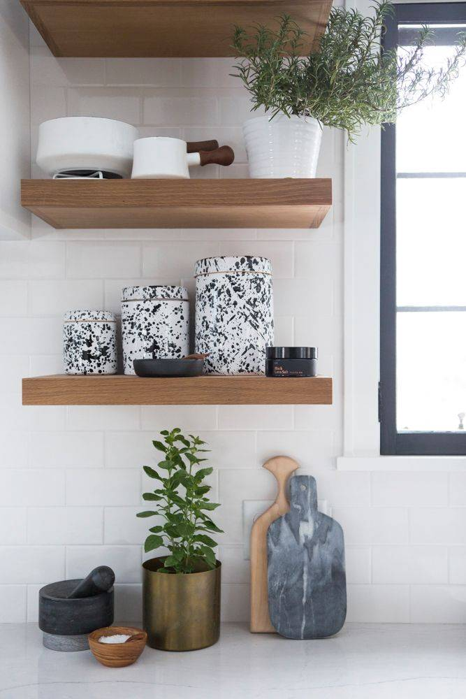 Intérieur classique minimaliste américain pour la blogueuse Kate Arends, witanddelight