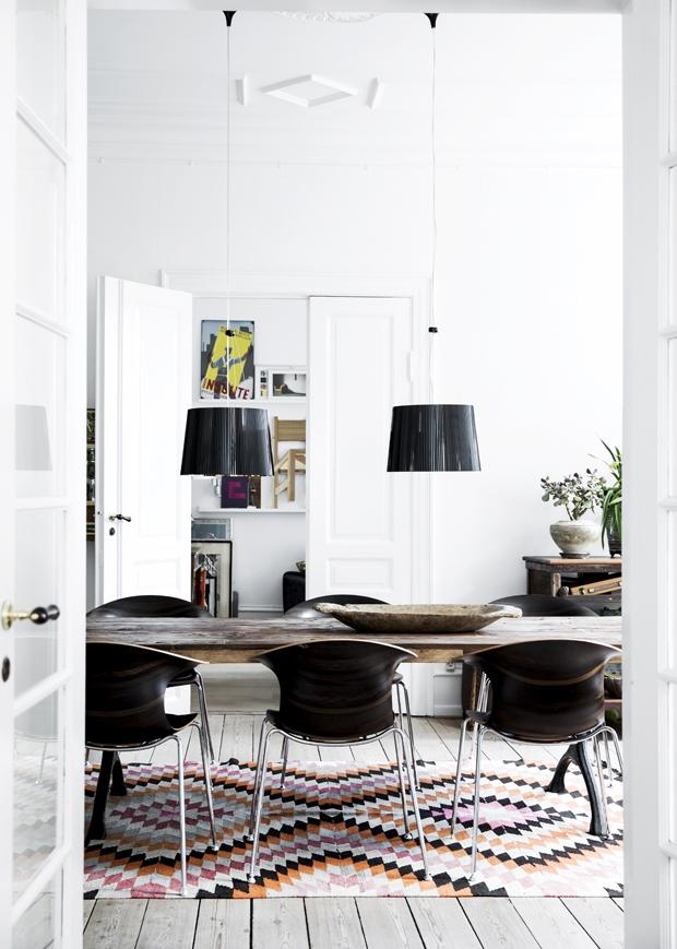 Meuble en bois brut, ambiance nature || Mélange meuble en bois brut et accessoires ethniques