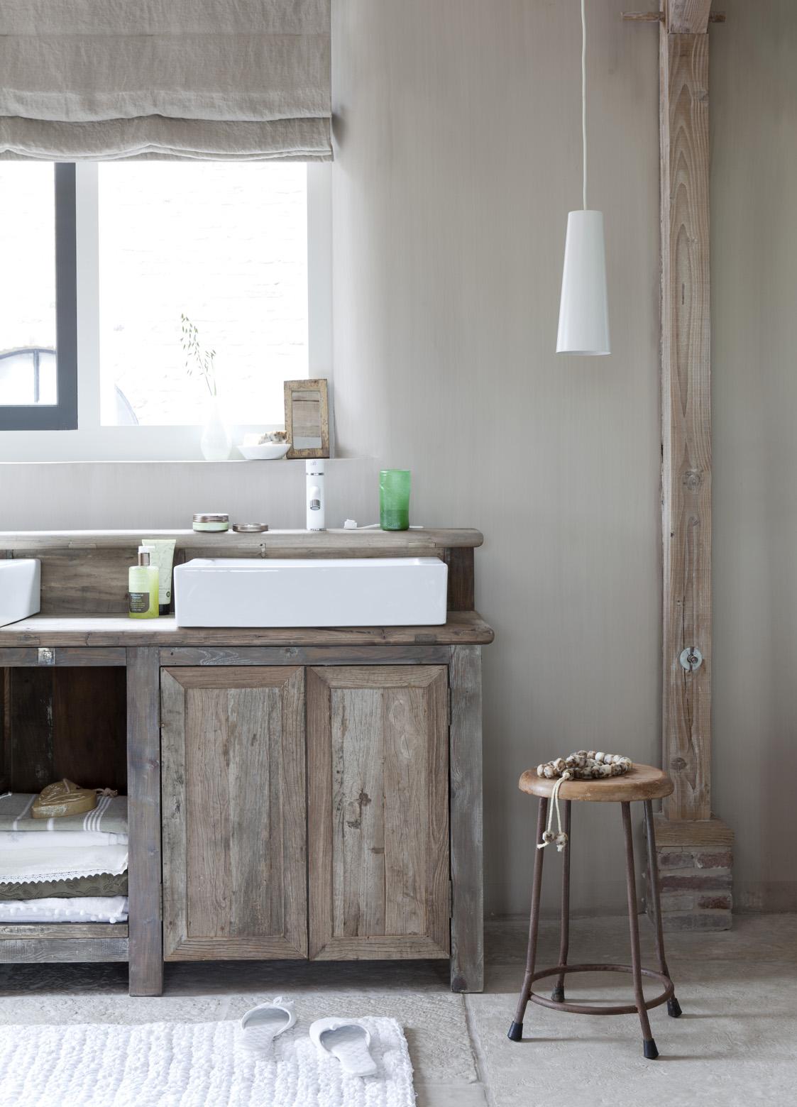 Meuble en bois brut, ambiance nature || Le choix des meubles de cuisine ou salle de bain en bois brut