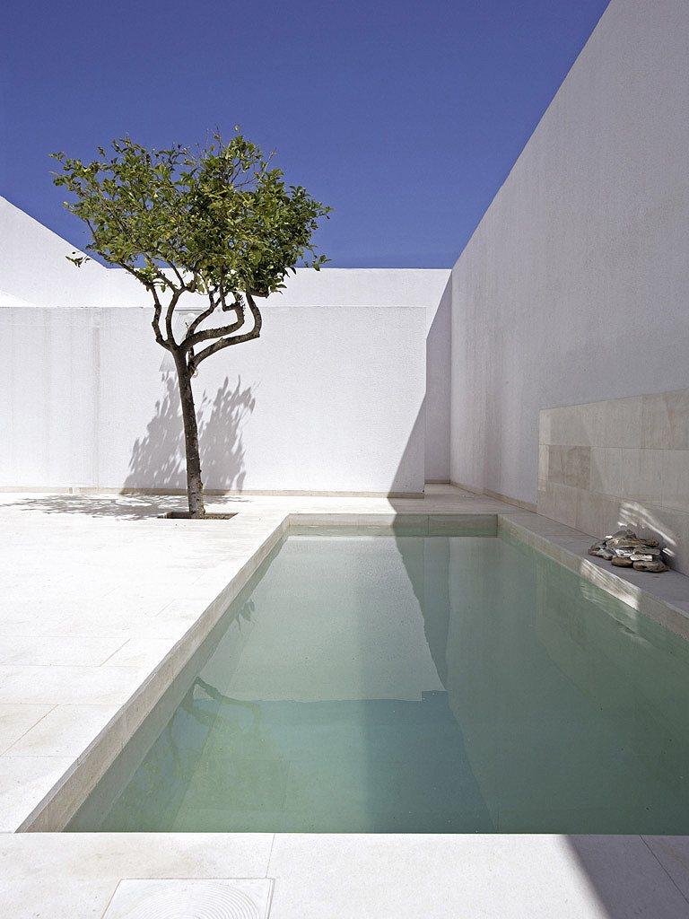 Autour d 39 une piscine design - Deco autour d une piscine ...