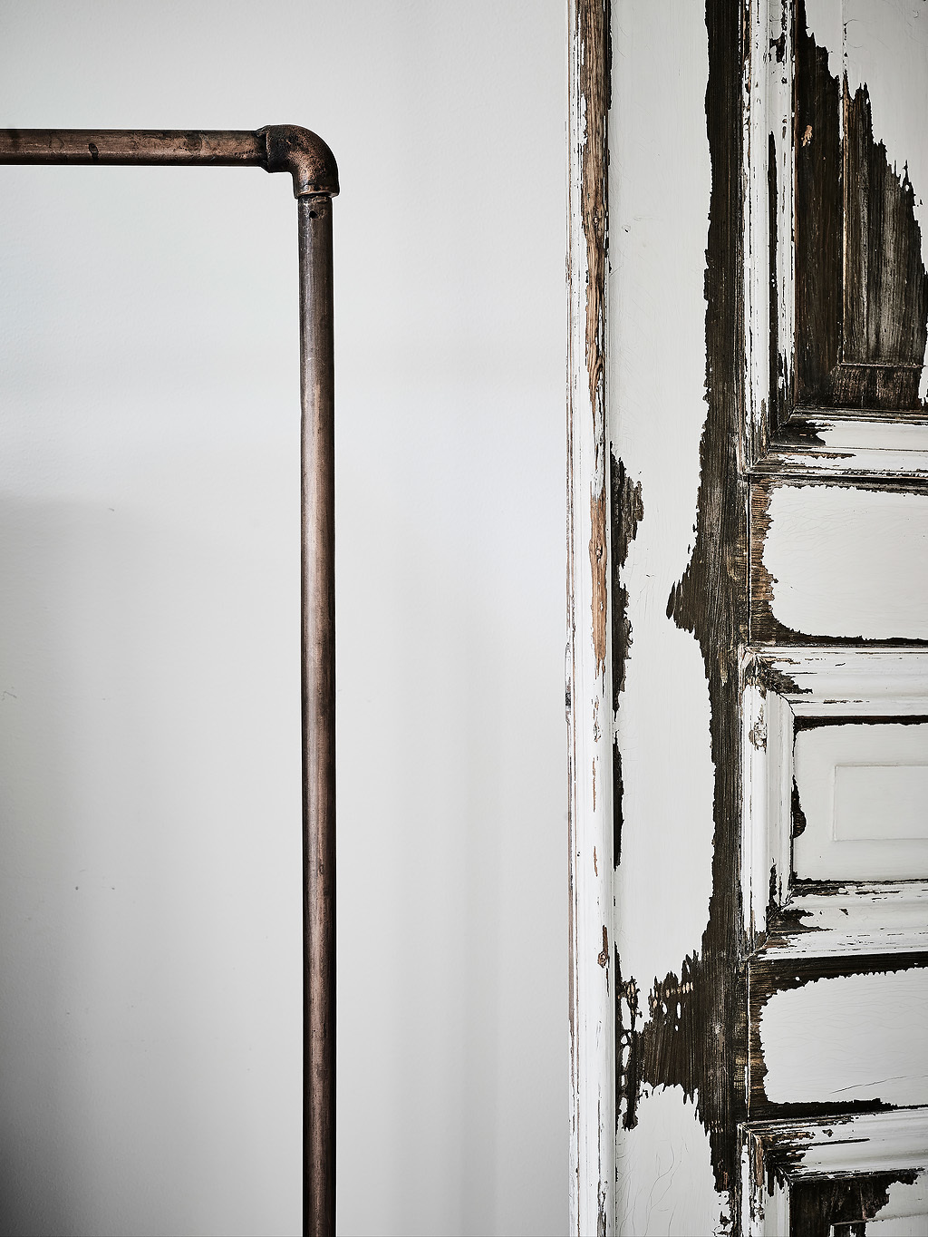 Déco rustique moderne - Un appartement à Copenhague avec ses portes patinées