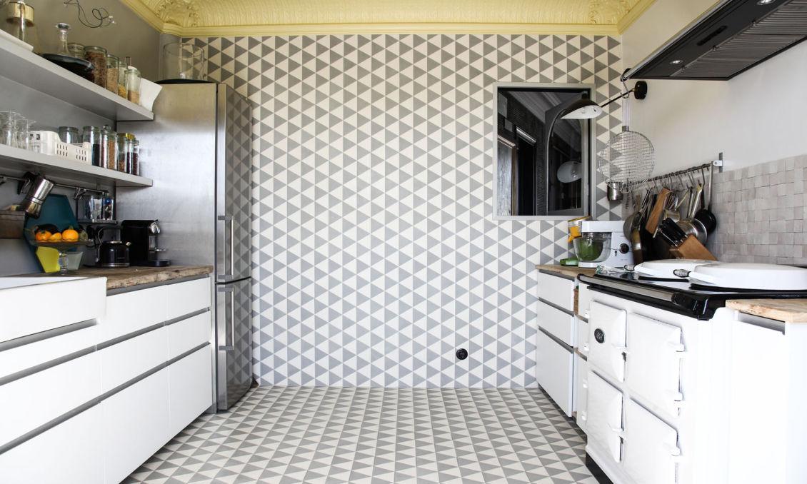 Booster sa déco avec des carreaux de ciment || L'appartement parisien de Béatrice Laval (Le Monde sauvage)