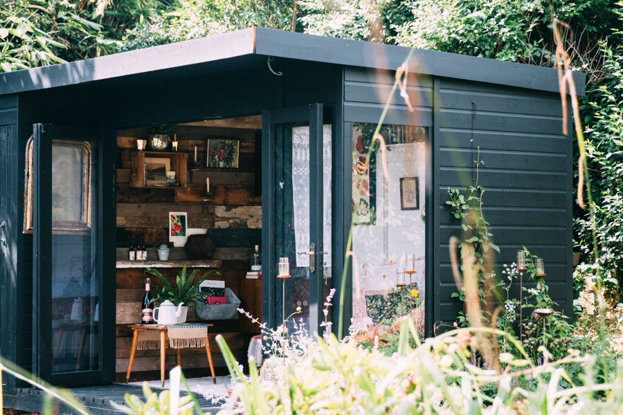 la cabane en bois au fond du jardin turbulences d co. Black Bedroom Furniture Sets. Home Design Ideas