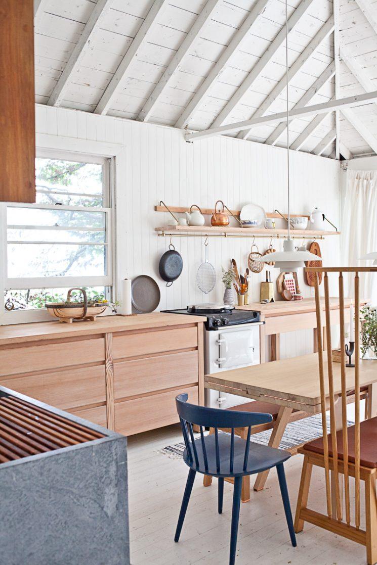 Un cottage au Canada rénové en toute simplicité par John et Juli Baker, Mjölk