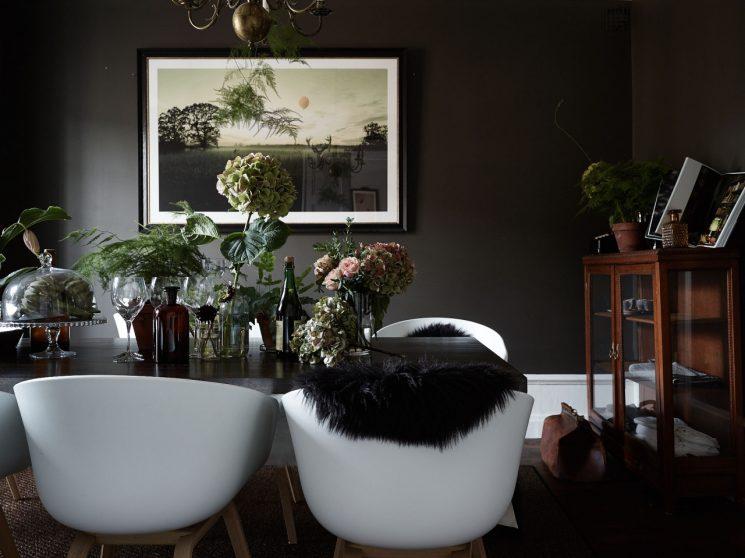 La possibilité des couleurs sombres en décoration ...