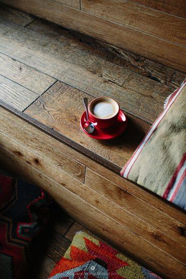 Habiller ses murs de bois | Mur en planche de bois brut