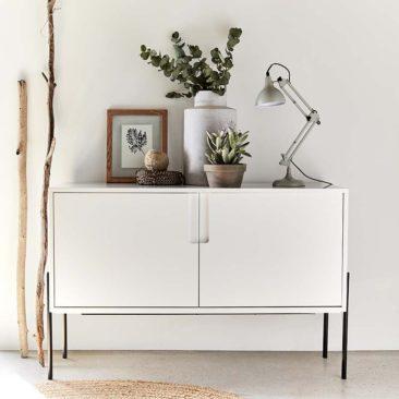 Alinea - Buffet blanc avec pieds en métal noir, Cleret - 295 €