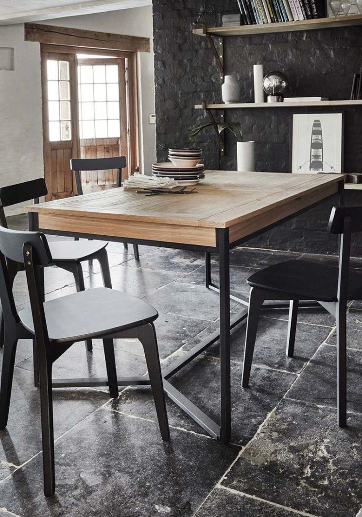 Alinea - Table de repas extensible, Endoume - 550 € et chaises, Suzie - 138 €