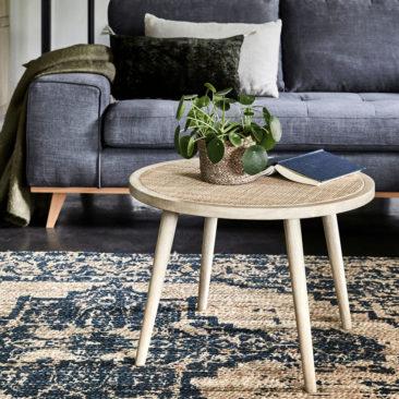 Alinea - Table basse ronde, Ecueil - 155 € et tapis tissé en jute à motifs verts, Sheng - 60 €