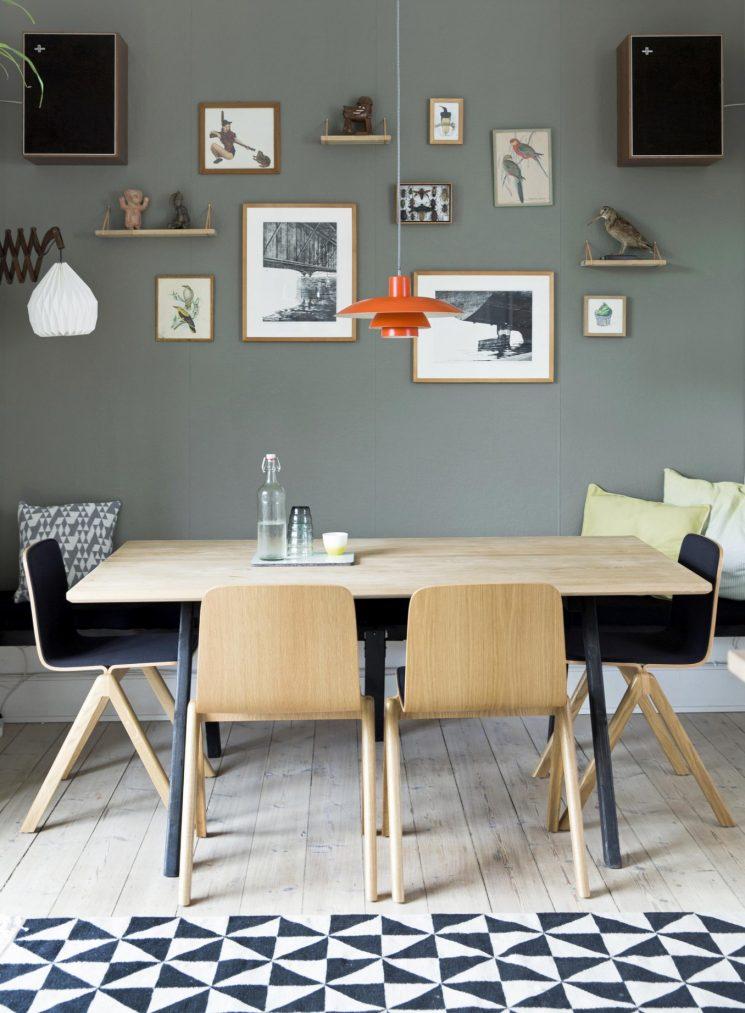 Opter pour un mur de couleur en déco | Un mur gris légèrement vert