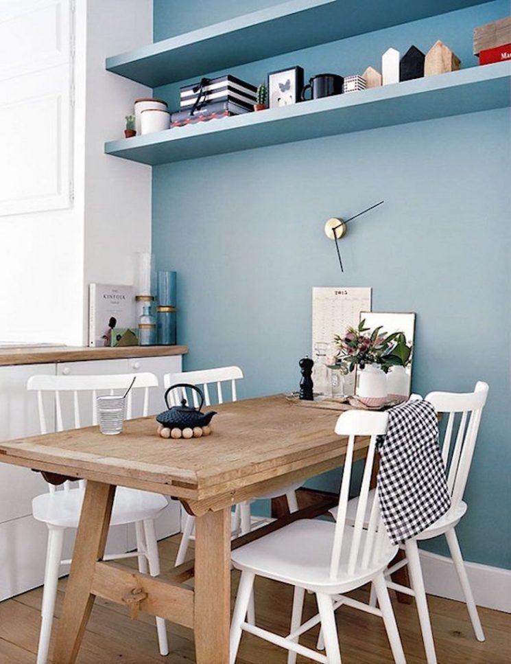 Opter pour un mur de couleur en déco | Un mur bleu pastel
