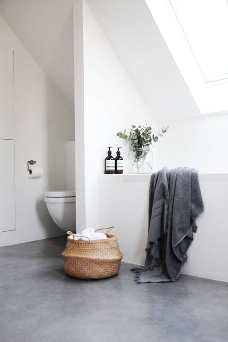 Pour une salle de bain scandinave monochrome | Salle de bain d'Elisabeth Heier