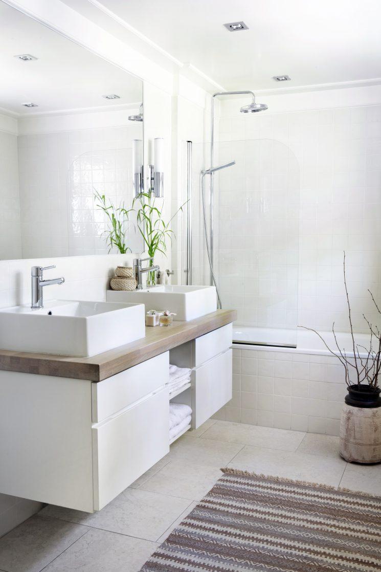 Pour une salle de bain scandinave monochrome | Une salle de bain neutre