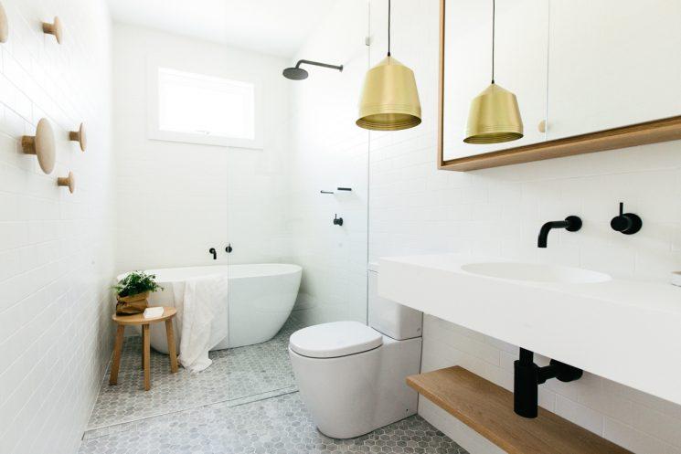 Pour une salle de bain scandinave monochrome | CM Studio Australie