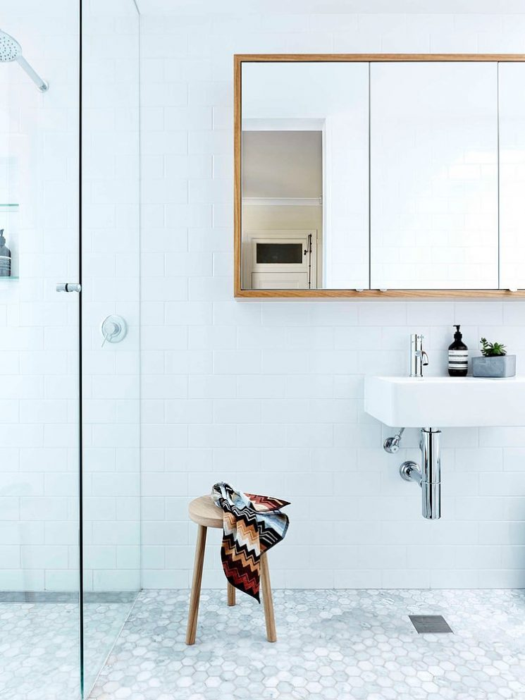 Pour une salle de bains scandinave monochrome - Turbulences Déco