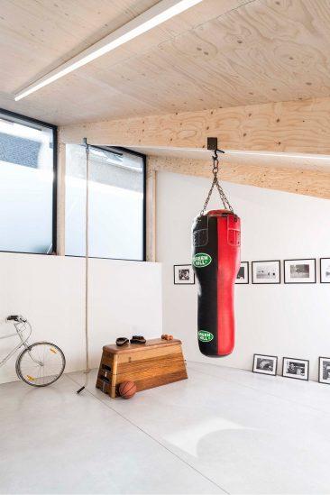 Une extension contemporaine en bois brut par l'architecte Rob Mols et le studio K6