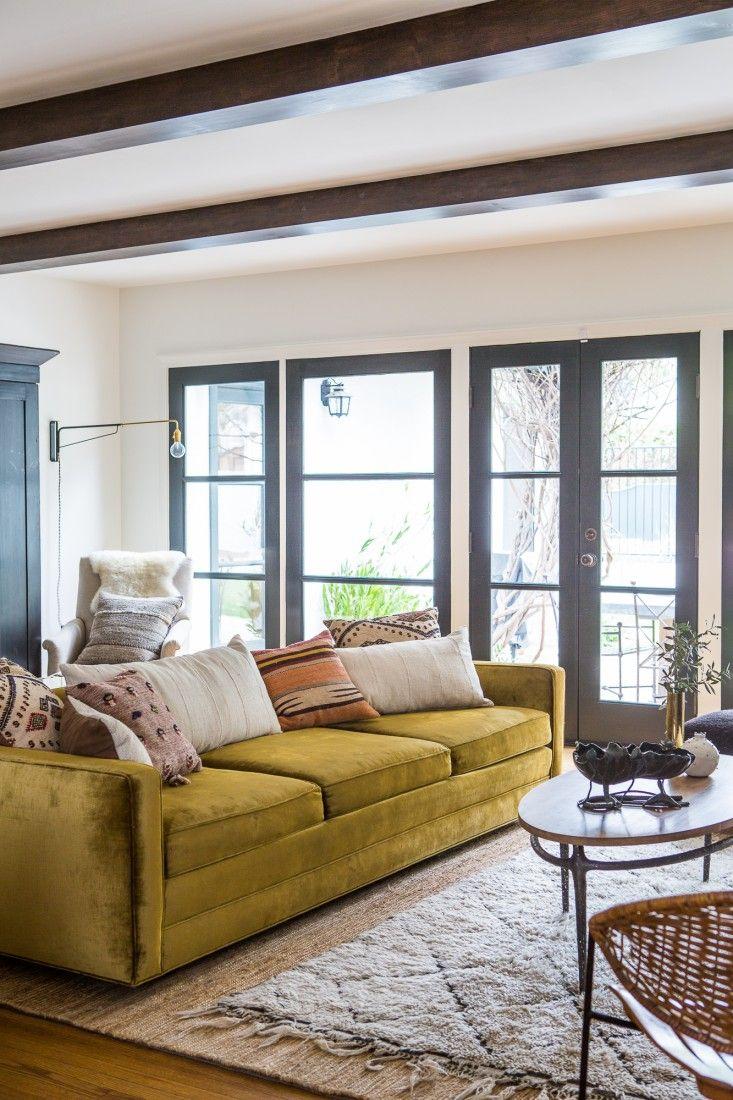 Comment assortir son décor à un canapé moutarde ?   Martha Mulholland decor