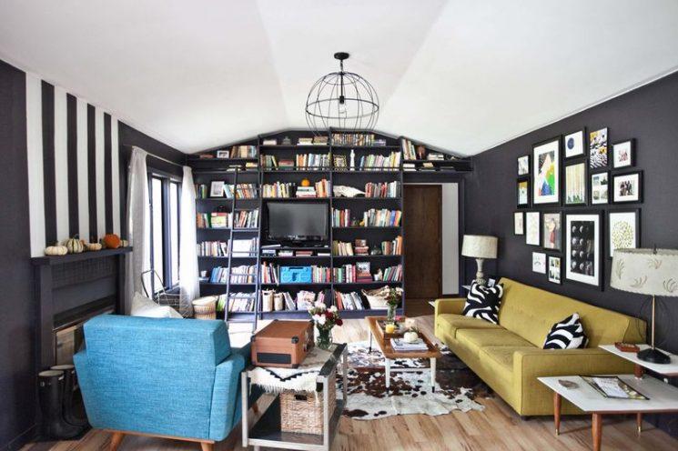 Comment assortir son décor à un canapé moutarde ?   Emma's living room Beautiful Mess