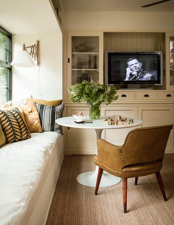 Comment assortir son décor à un canapé moutarde ?   Lauren Liess decor
