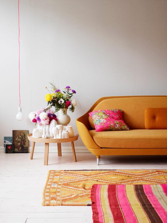 Comment assortir son décor à un canapé moutarde ? | Siren Laudval portfolio
