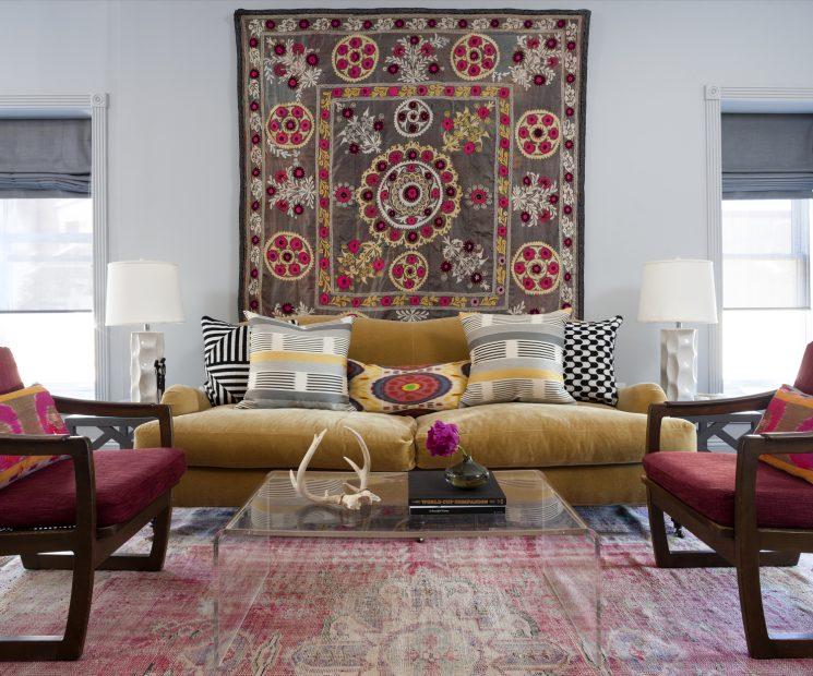 Comment assortir son décor à un canapé moutarde ?   Breeze Giannasio decor