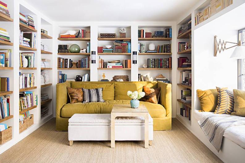 comment assortir son d cor un canap moutarde. Black Bedroom Furniture Sets. Home Design Ideas