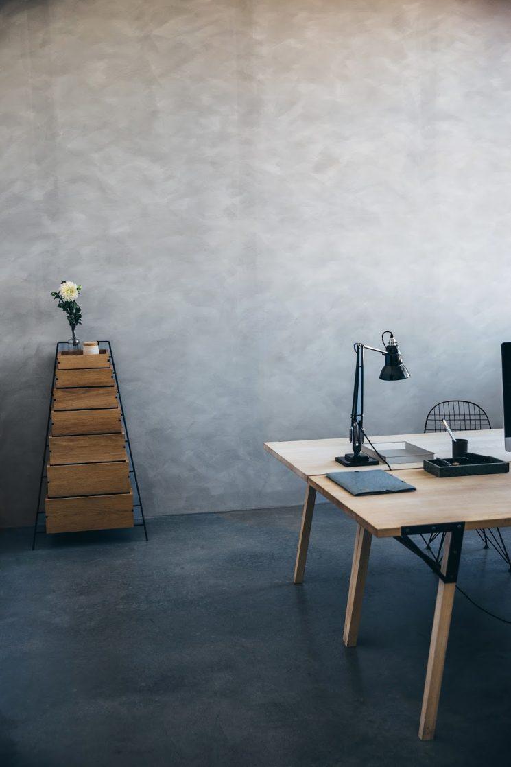 Frama Design Minimaliste Sur Fond De Patine