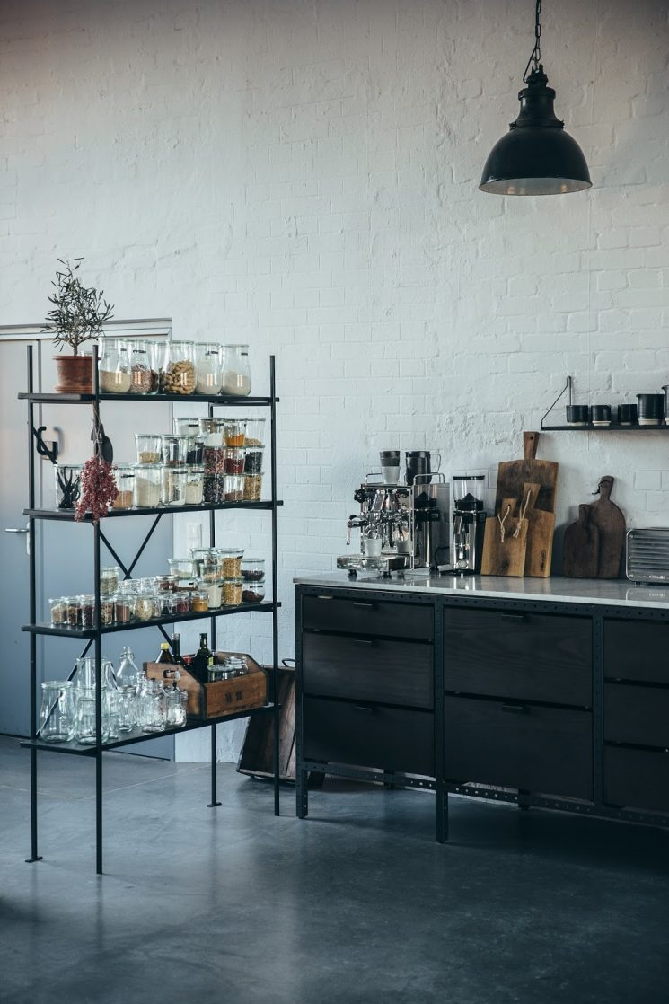 Loft à Berlin - Studio photo ourfoodstories.com - Mobilier Frama et meubles de brocante